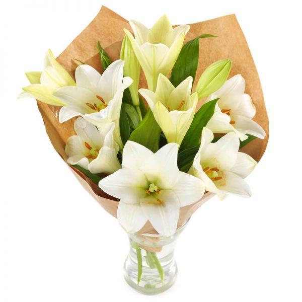 Gavepakkede hvite liljer blomsterbukett fra nettblomst.no