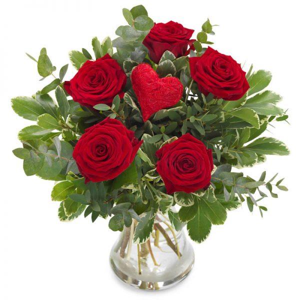 Rosebukett med røde roser og hjerte hos nettblomst.no