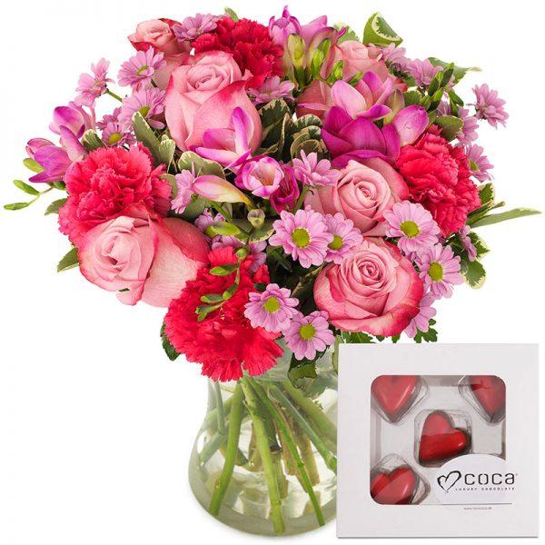 Rosa blomsterbukett og sjokolade gavesett fra nettblomst.no
